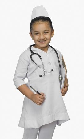 nurse cap: Ragazza vestita come infermiera e sorridente