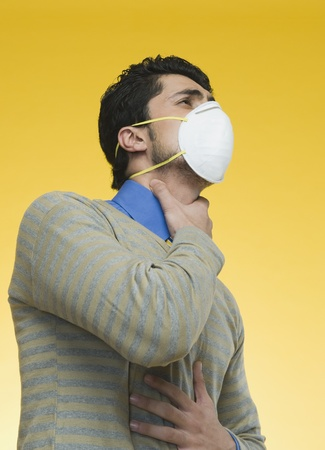 Man wearing a pollution mask Stock Photo - 10167691