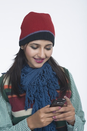 clipping  messaging: Woman text messaging on a mobile phone