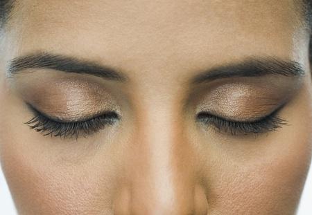 maquillage yeux: Close-up d'une femme avec le maquillage des yeux