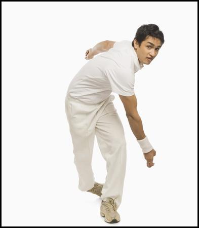 Cricket bowler in action Zdjęcie Seryjne