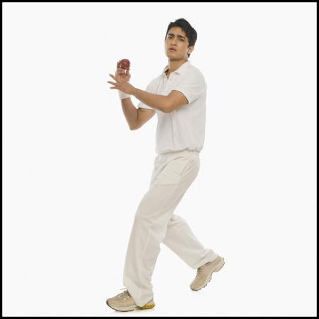 Cricket bowler in action 版權商用圖片
