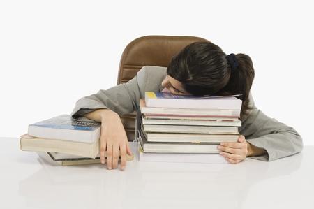 Businesswoman sleeping at desk 版權商用圖片