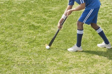 Hockey speler in een veld