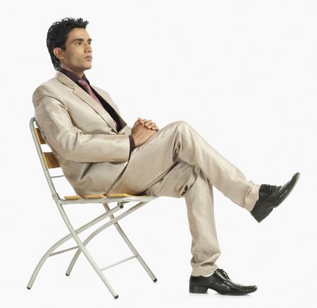 Zakenman zittend op een stoel