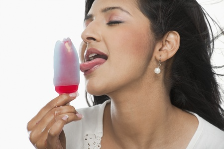 ice age: Woman licking an ice cream LANG_EVOIMAGES