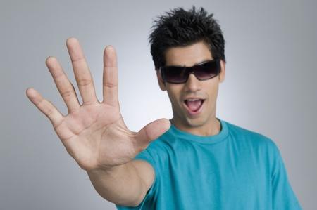 Close-up van een man met stop gebaar Stockfoto