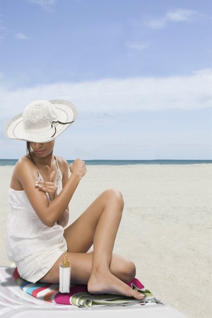 Woman applying suntan lotion on the beach Stock Photo - 10168614