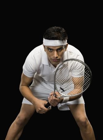 raqueta de tenis: Tenista practicando con una raqueta de tenis Foto de archivo