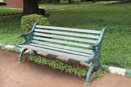 Bench in einem botanischen Garten, Lal Bagh Botanical Garden, Bangalore, Karnataka, Indien Standard-Bild - 33406376