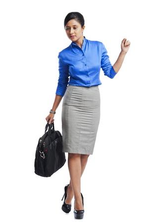Zakenvrouw lopen bewust Stockfoto