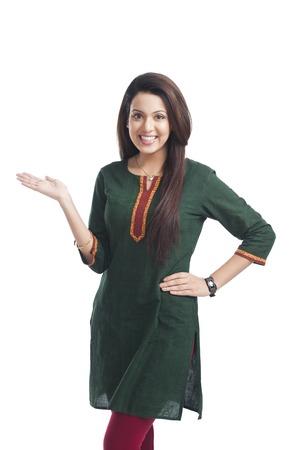 Portret van een gelukkige vrouw gebaren Stockfoto
