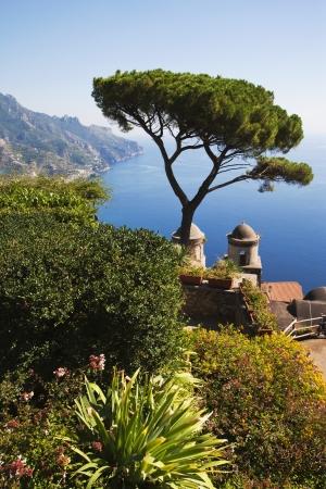 Erhöhte Ansicht von einem Garten, Amalfi, Provinz von Salerno, Golf von Salerno, Tyrrhenischen Meer, Kampanien, Italien Standard-Bild - 24664314