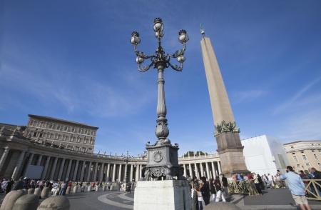 ciudad del vaticano: Turistas en la Plaza de San Pedro, Ciudad del Vaticano