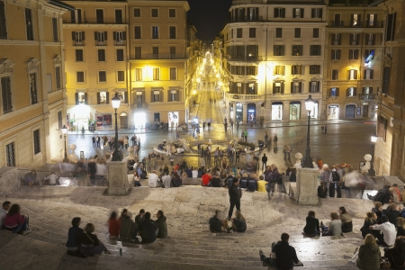 spagna: Tourists sitting on Spanish Steps, Piazza Di Spagna, Rome, Lazio, Italy Editorial