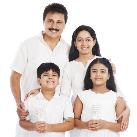 familias jovenes: Retrato de una familia feliz