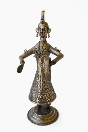 metal sculpture: Primo piano di una scultura di metallo antico