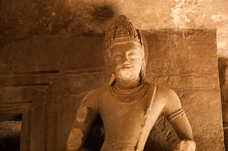 male likeness: Estatua en Elefanta cuevas, Maharashtra, India