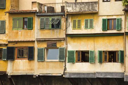 Untersicht der Fenster eines Gebäudes, Florenz, Toskana, Italien Standard-Bild - 33377181