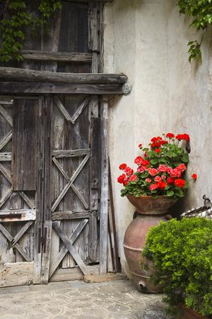 Topfpflanzen außerhalb eines Gebäudes, Ravello, Amalfiküste, Salerno, Kampanien, Italien Standard-Bild - 33377330