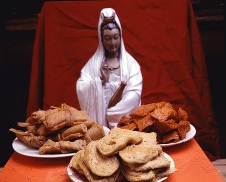 quan yin: Quan Yin statue