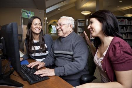 сообщество: Добровольцы обучения старших, как пользоваться компьютером