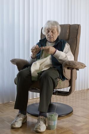 Senior woman knitting vertical Stock Photo - 11133539