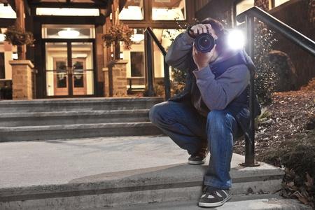 アクションでパパラッチのカメラマン
