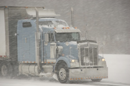 semi trailer: Semi-Truck winter driving