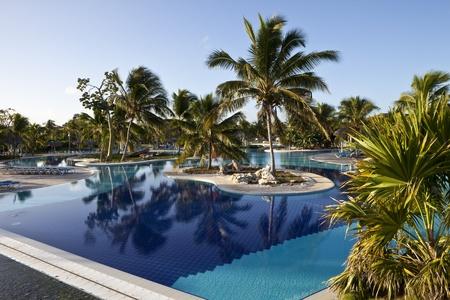 holguin: Luxury Resort Hotel Swimming Pool with Palm Trees
