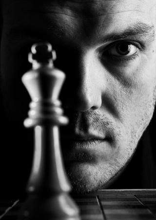 jugando ajedrez: El jugador de ajedrez Foto de archivo