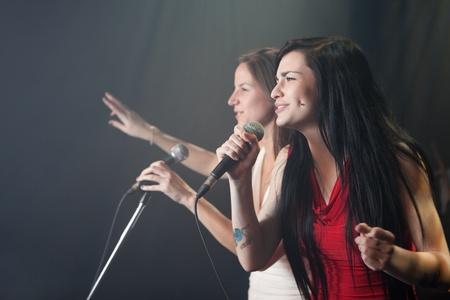 実行の女性歌手 写真素材