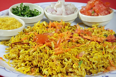 chaat: Close-up of bhel puri served in a plate LANG_EVOIMAGES