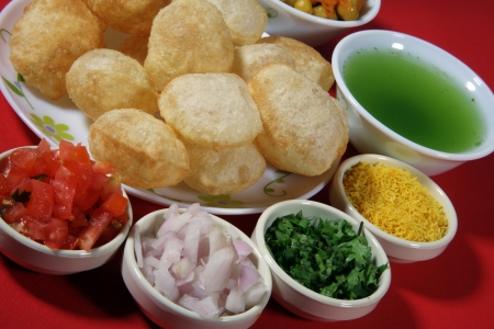 Close-up of puri and other ingredients of pani puri Standard-Bild