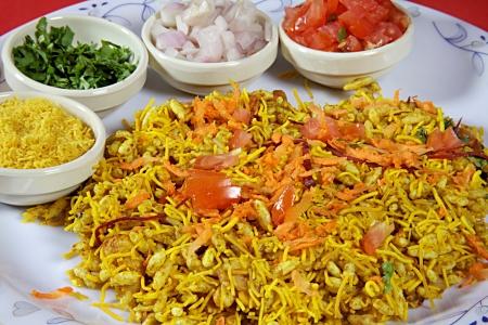 Bhel puri, indische street food Standard-Bild - 21747840