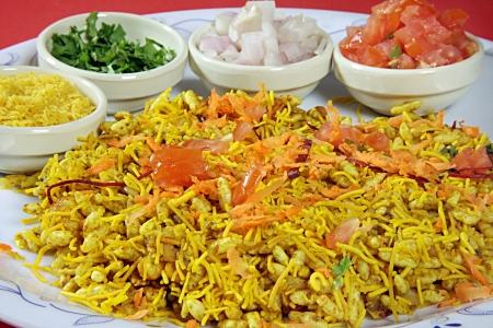 Bhel puri, indische street food Standard-Bild - 21747841