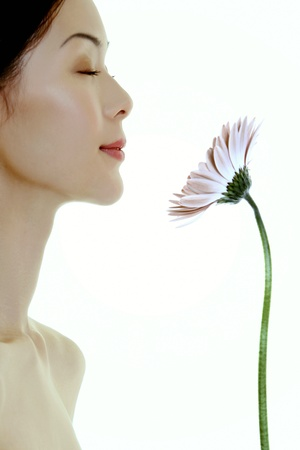 woman with flower LANG_EVOIMAGES