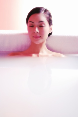 woman relaxing in the bath tub Stock Photo - 11609600