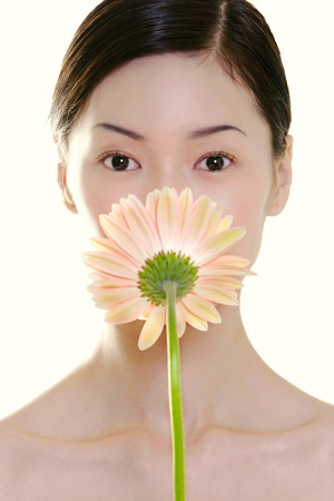 unblemished: woman with flower LANG_EVOIMAGES