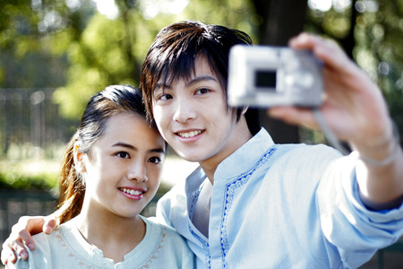 cool gadget: Couple taking their own picture LANG_EVOIMAGES