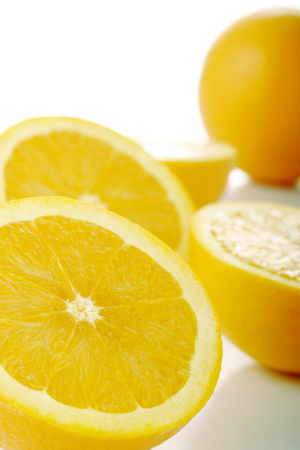 halved: One whole and four halved oranges LANG_EVOIMAGES