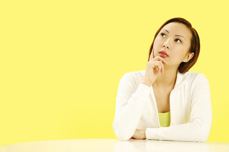 deep thought: Woman in deep thought LANG_EVOIMAGES