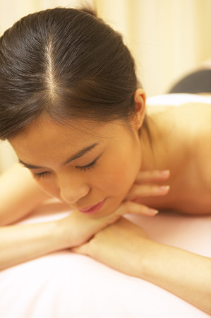 spoiling: Woman enjoying a spa treatment LANG_EVOIMAGES