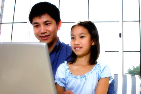 parentage: A father educating his daughter about computing LANG_EVOIMAGES
