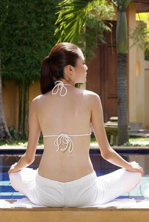 woman meditating: Woman meditating.