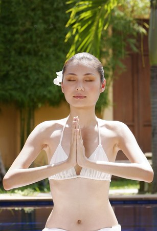 mujer meditando: Mujer meditando. LANG_EVOIMAGES