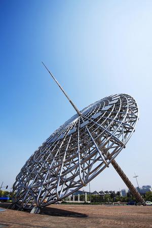 reloj de sol: Escultura moderna del reloj de sol, Shanghai LANG_EVOIMAGES