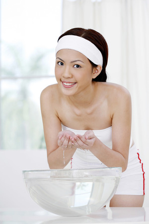 tube top: Woman washing face LANG_EVOIMAGES