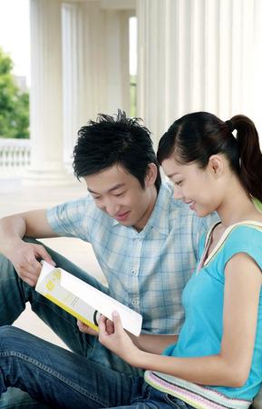 alumnos estudiando: