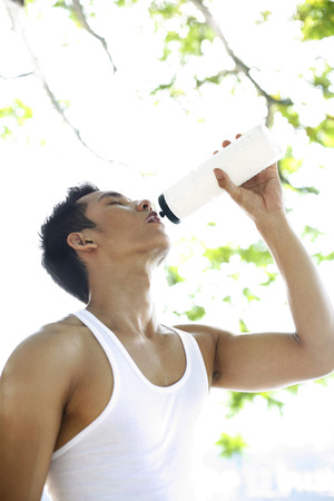 lethargy: Man drinking water LANG_EVOIMAGES